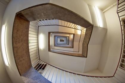 Włącznik krzyżowy - jak oświetlić klatkę schodową